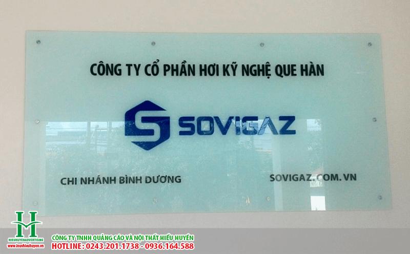 In UV lên kính làm bảng hiệu tại Hà Nội