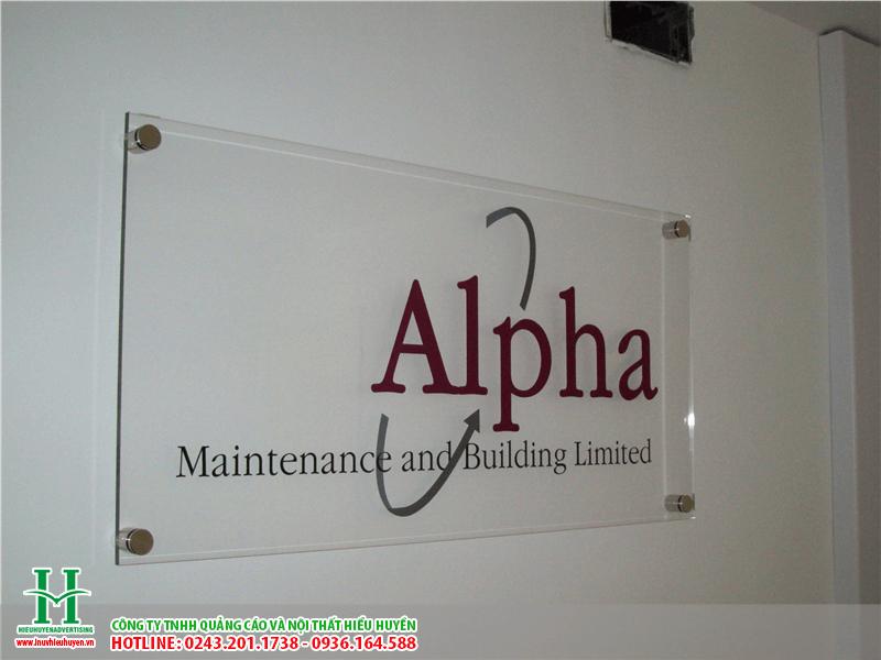 In logo, thương hiệu công ty lên bảng hiệu kính