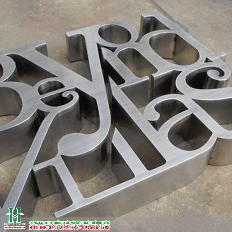 Cắt chữ nhôm CNC làm biển hiệu công ty