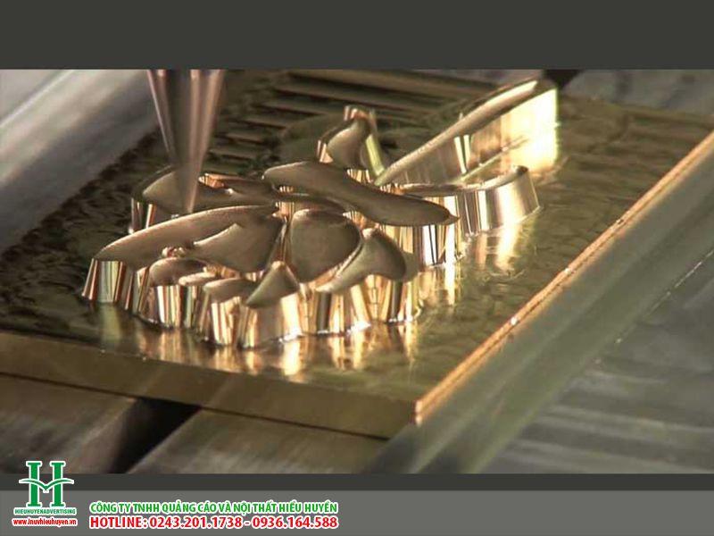 Cắt khắc CNC trên đồng