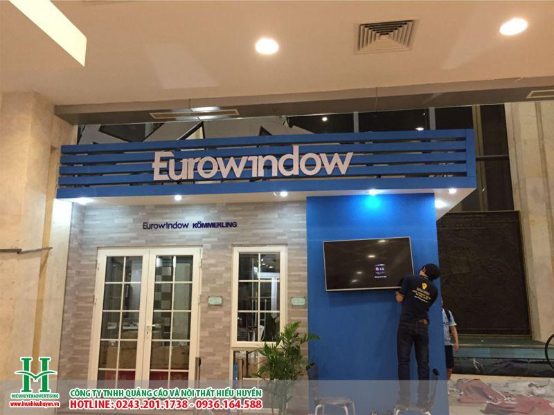 Làm biển quảng cáo chữ nổi mica cho Eurowindow