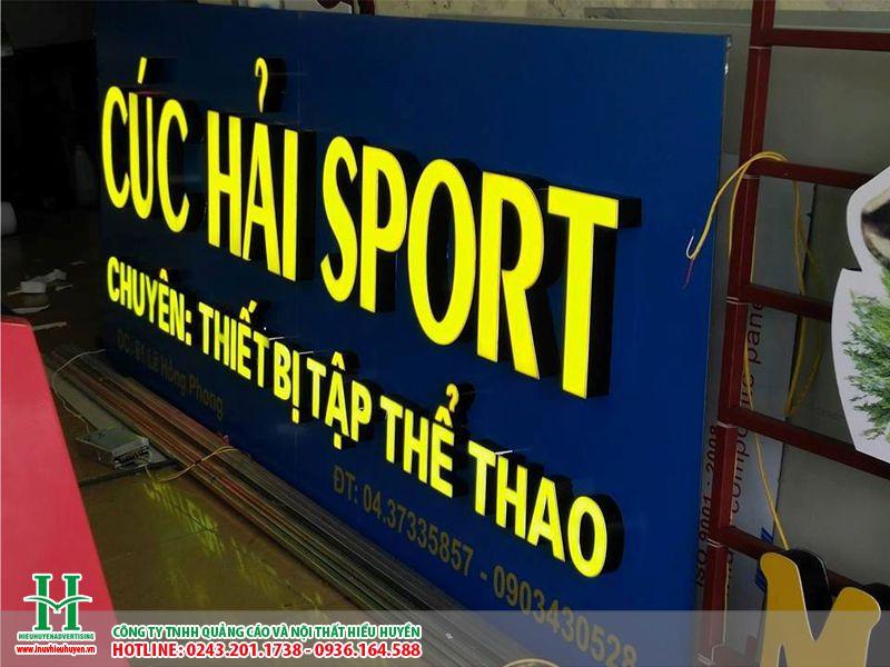 Làm biển quảng cáo chữ nổi mica cho cửa hàng bán đồ thể thao